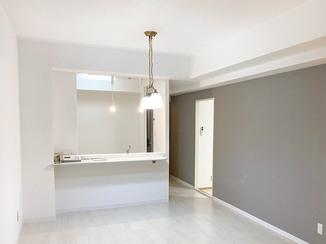 マンションリフォーム 開放感のあるLDKを中心とした、おしゃれで明るいお部屋