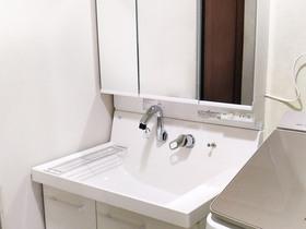 洗面リフォーム内装もあわせて取り替え、きもちよく過ごせる洗面所