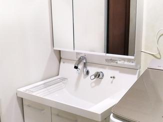 洗面リフォーム 内装もあわせて取り替え、きもちよく過ごせる洗面所